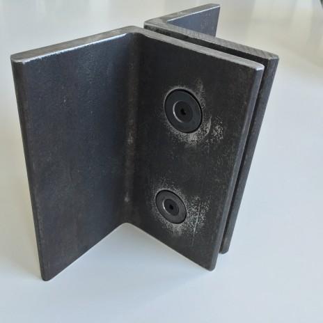 Un assemblage caché développé par Latéral avec boulons à tête plate de type YUL screw. The YUL screw - a flush and flat fixing system developed by Latéral.