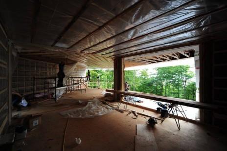 Construction en bois et en acier pour une maison unifamiliale avec Mu Architecture. Construction of a single family home in wood and steel.