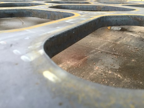 Place Alta Vista, Terrebonne. Découpe d'une plaque d'acier au plasma. Plasma cut steel plate.