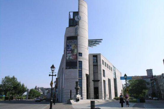 Réaménagement du Pavillon de l'Éperon au musée Pointe-à-Callière. Transformation of the Pointe-à-Callière museum entrance hall.